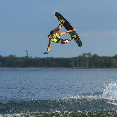 O'Brien Spark Wakeboard With Spark Bindings
