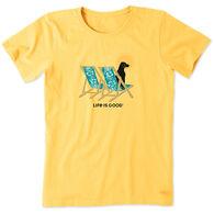 Life Is Good Women's Hibiscus Beach Chairs with Dog Crusher Short Sleeve Tee