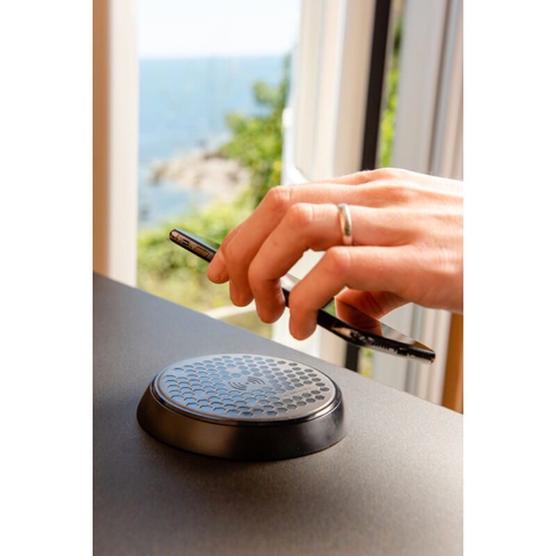 Scanstrut ROKK Wireless Bezel 12V/24V Waterproof Wireless Charger image number 3