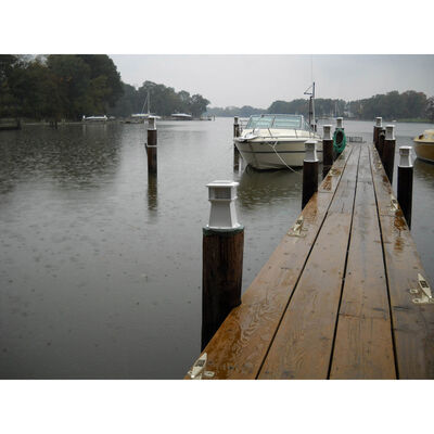 Dock Edge Solar Piling and Dock Light